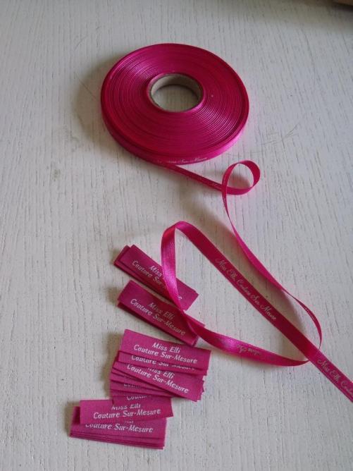 étiquettes et ruban